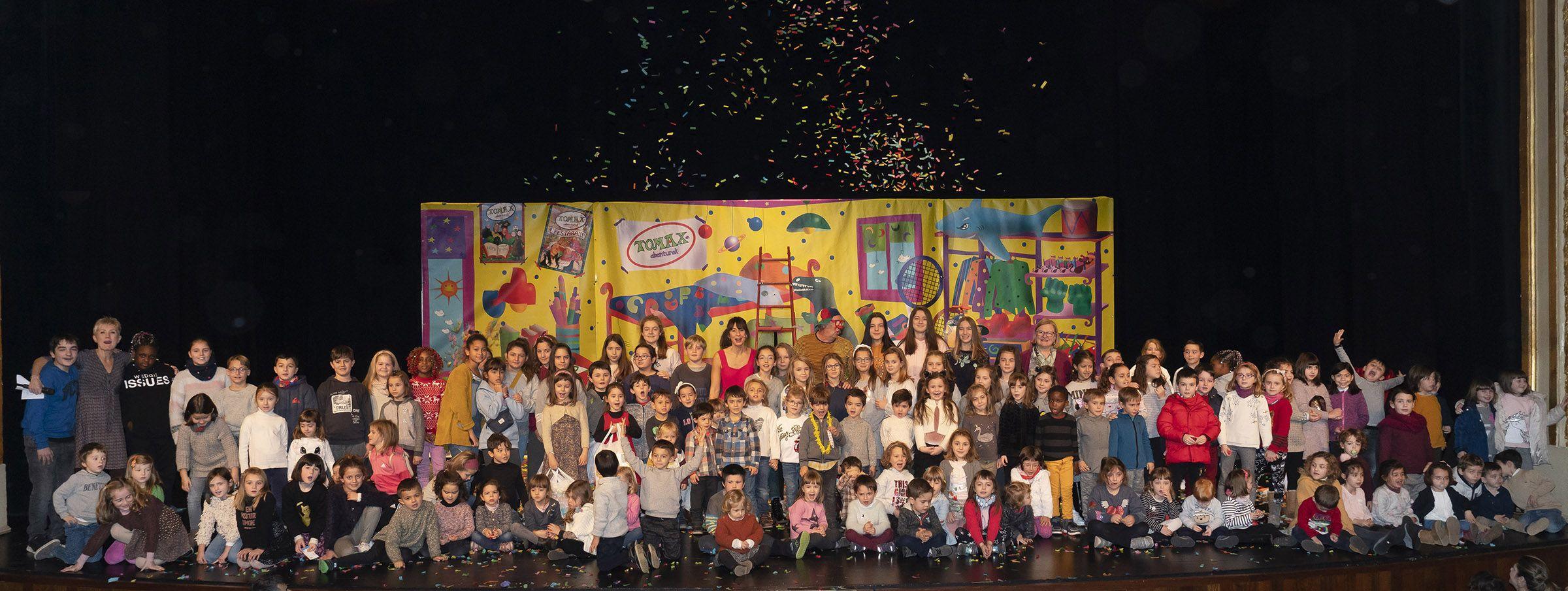 Fotografia Foto de familia en la fiesta infantil del COEGI celebrada