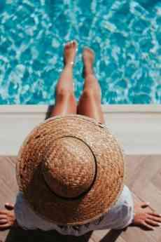 Fabricación de piscinas de poliéster para mantener el medio ambiente.