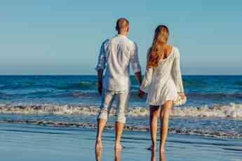 Pareja en la playa de Maspalomas