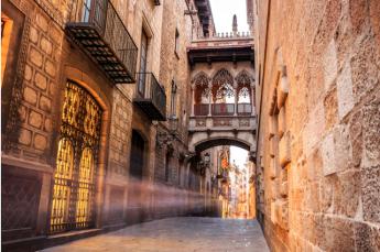 La emblemática Catedral en el casco antiguo de Barcelona