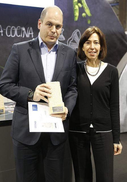 Foto de Francisco Marco, Marketing Manger Haier Iberia, recogiendo el