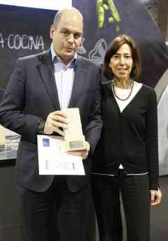 Francisco Marco, Marketing Manger Haier Iberia, recogiendo el Premio