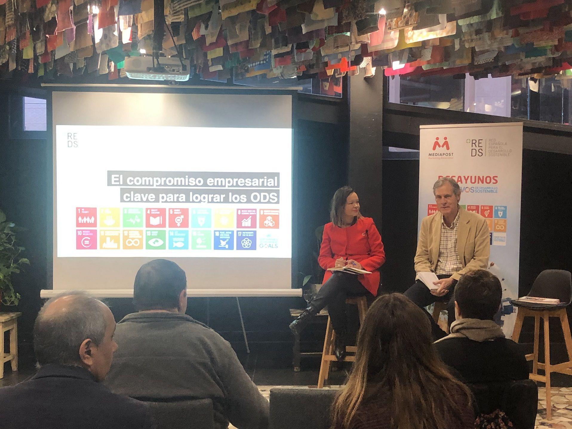 Foto de Leire Pajín e Ignacio Pi en el IV Desayuno ODS