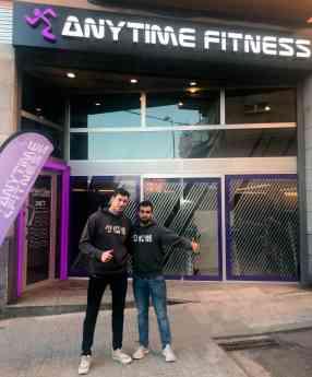 Samuel Hernández y Jorge Urieta en las puertas de su club AF Mollet