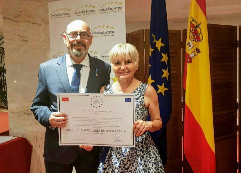 Foto de Entrega de Premio AEDEEC