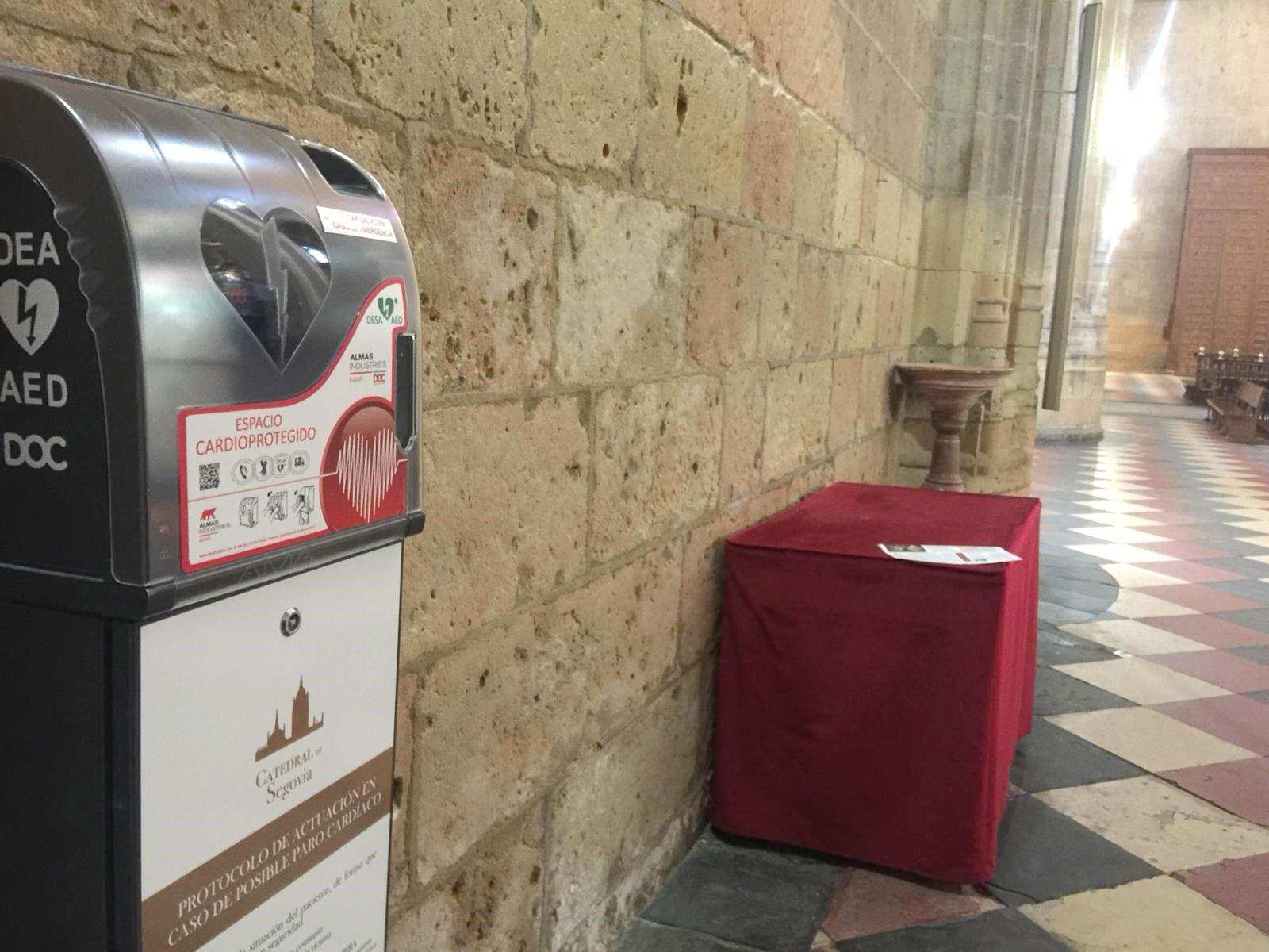 La Catedral de Segovia instala desfibriladores para cardioproteger a sus visitantes