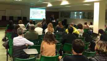 Imagen de la sesión formativa sobre TDAH celebrada ayer con la Dra. Lola Palomino,