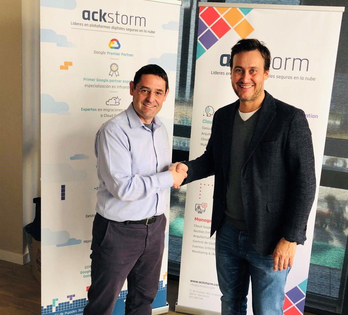 Foto de Firma del acuerdo entre Global Knowledge y Ackstorm