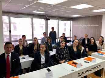 Air Horizont escoge 15 tripulantes de Aura Vigo
