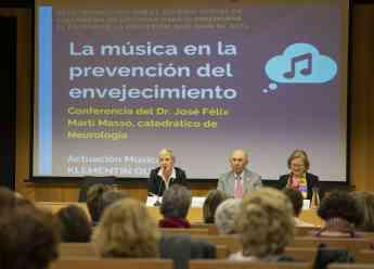 De izda. a dcha. la presidenta del COEGI, Pilar Lecuona; el Dr. José Félix Martí Massó; y la responsable de la Comisión de Jubil