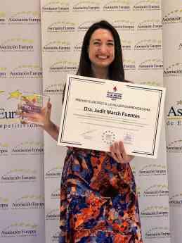 Foto de la psicóloga Judit March recibe el Premio a la mujer