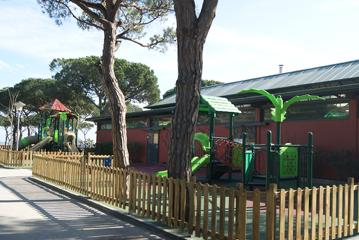 El Camping Bella Terra instala un nuevo parque infantil con dos zonas de juegos