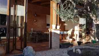 Las puertas de jardín se transforman para poder aprovechar mejor los porches.