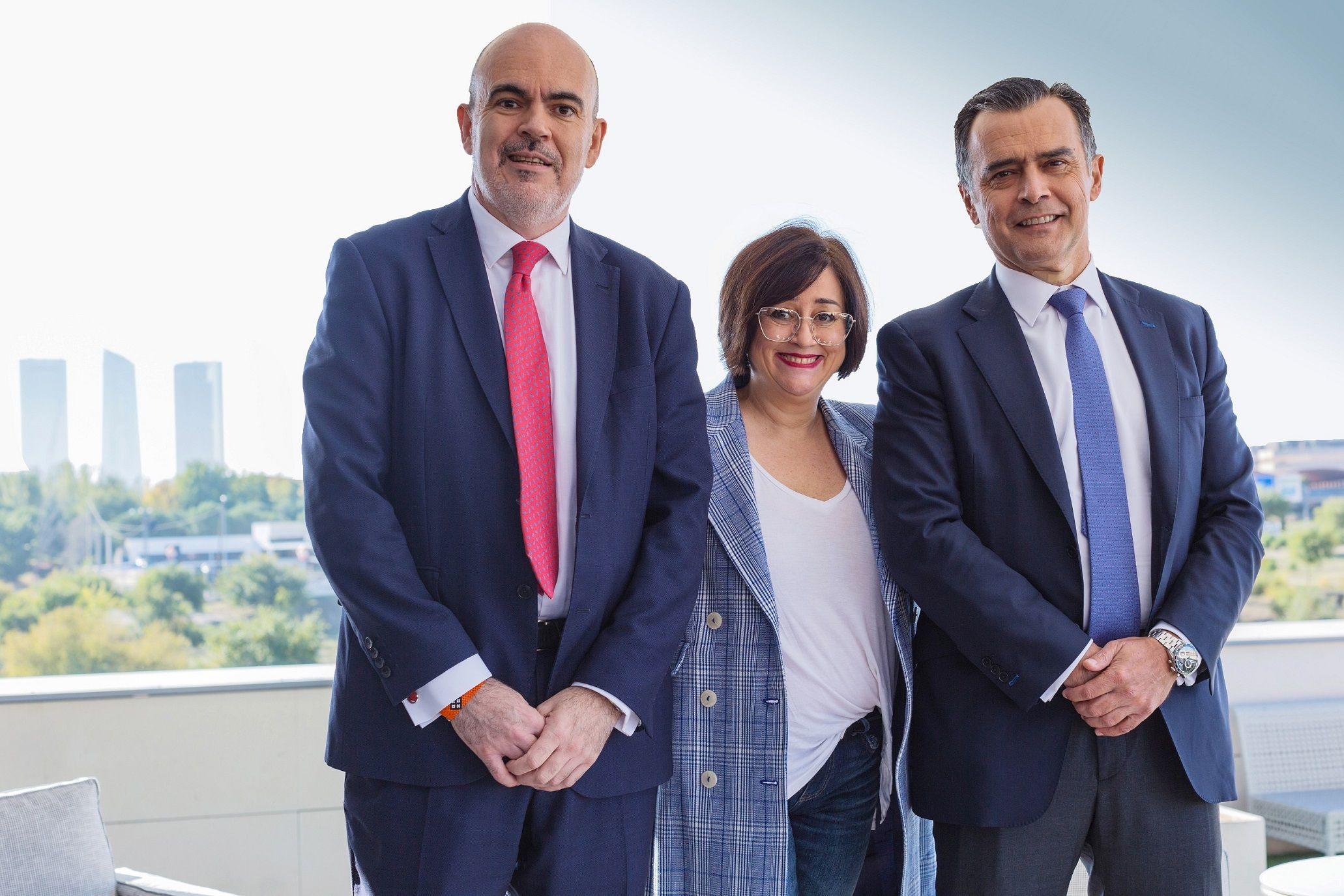Foto de De izquierda a derecha: César Mejías, Paloma Llaneza y