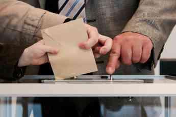 La empresa Lorenzana Sevilla será la encargada del montaje y desmontaje de los colegios electorales.
