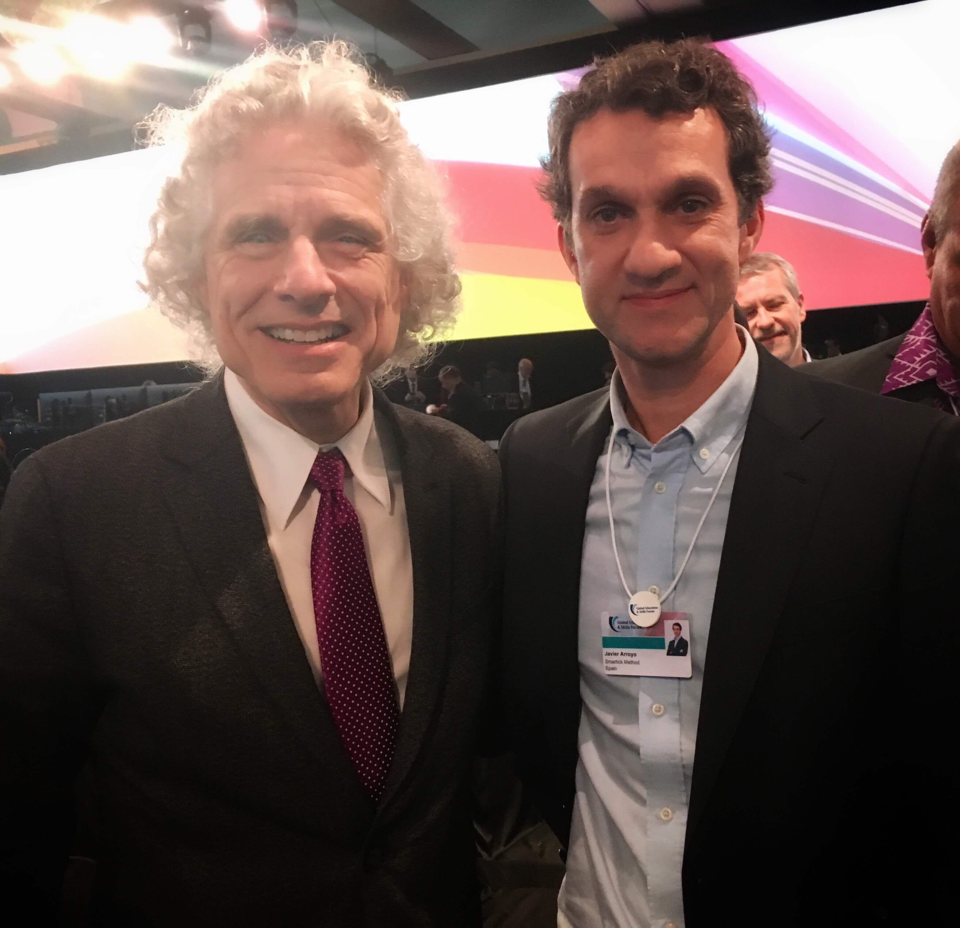 Foto de Javier Arroyo y Steven Pinker en el Foro Mundial de