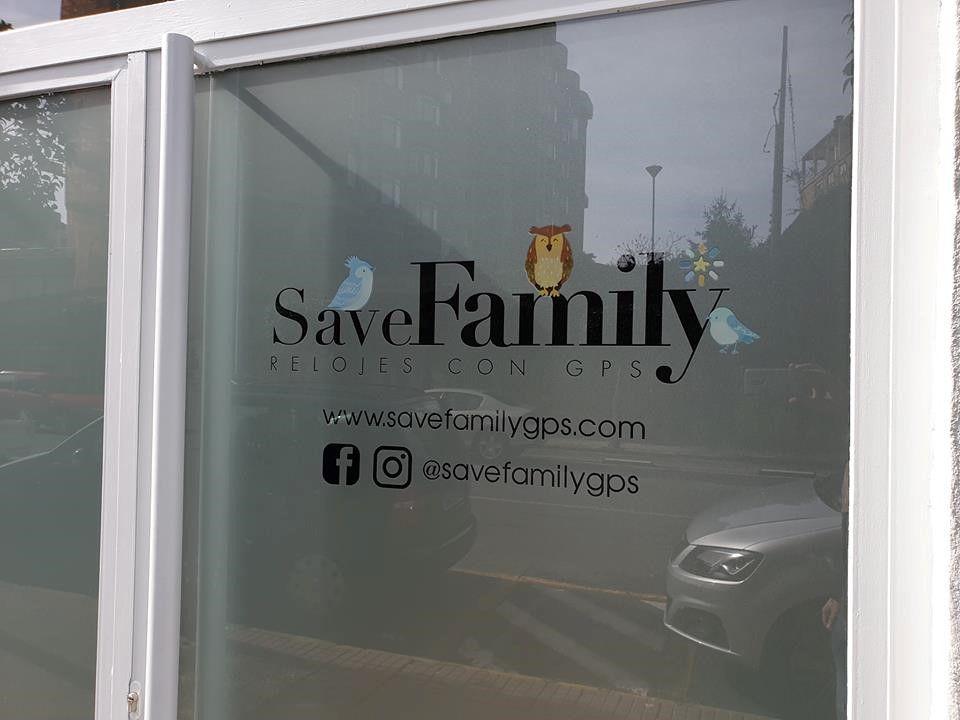 Fotografia oficina Save Family relojes con GPS