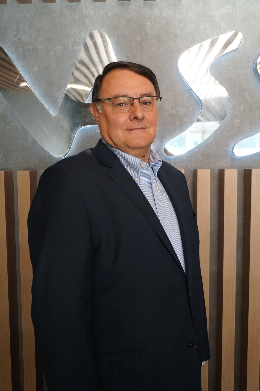 Foto de Javier Pou, director de la sede de VASS en Galicia