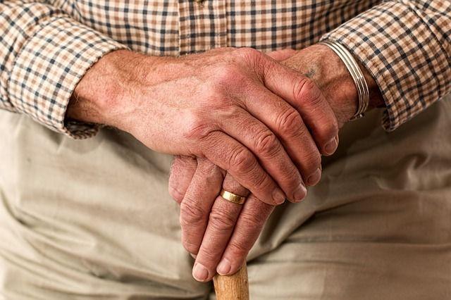 Auxiliatus, la plataforma que conecta a cuidadores con personas mayores y enfermos