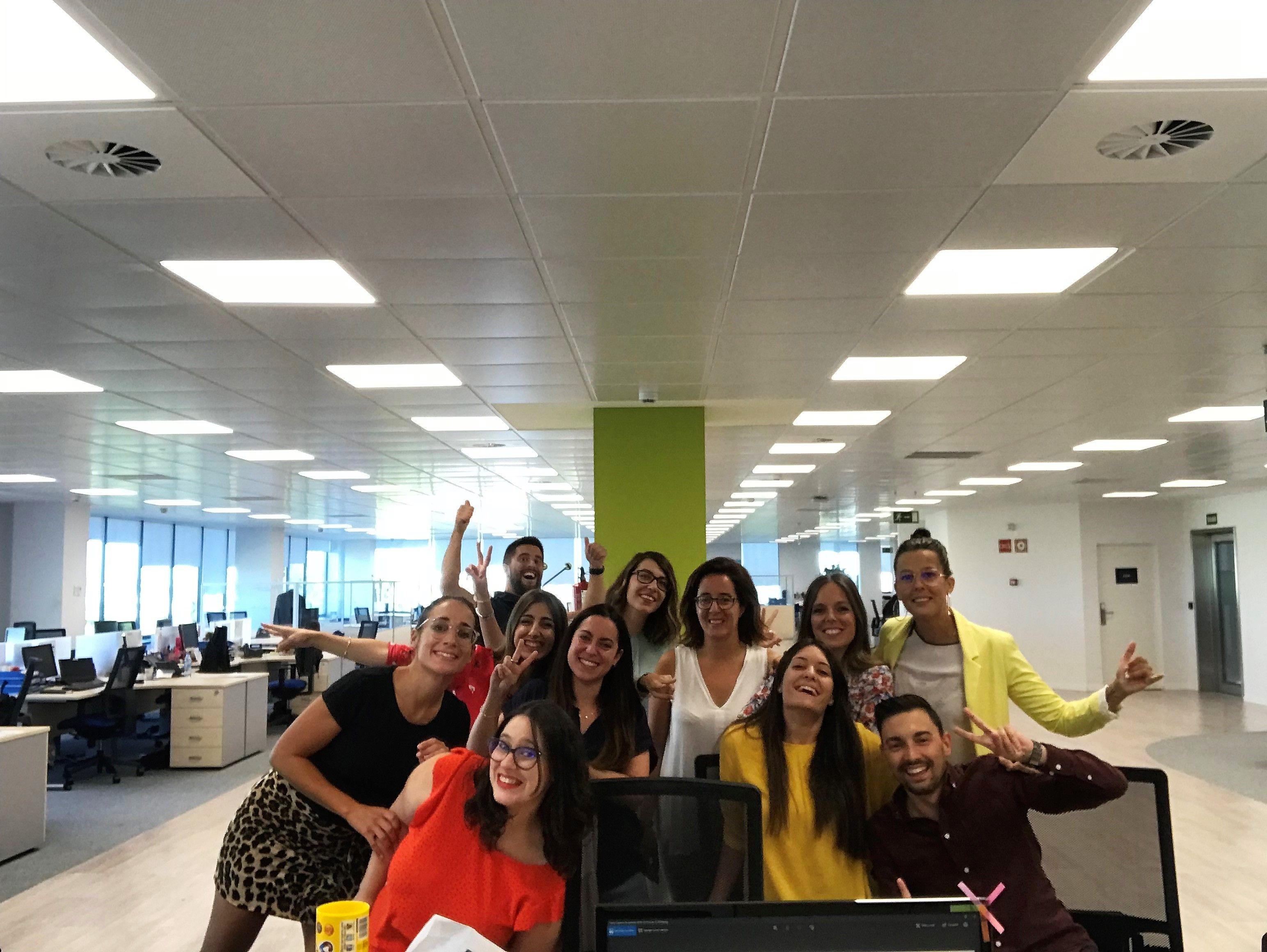 Foto de Parte del equip de VASS en las oficinas