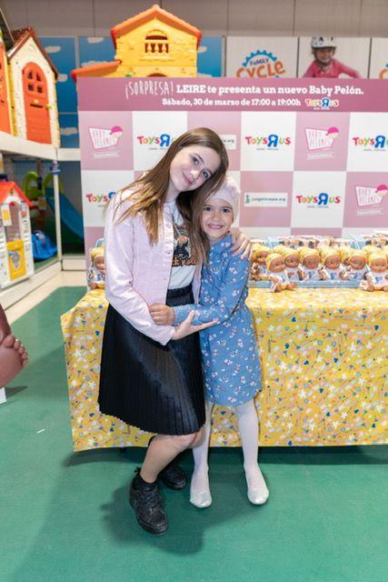 Foto de In love with Karen apoyando a Leire y a la Fundación