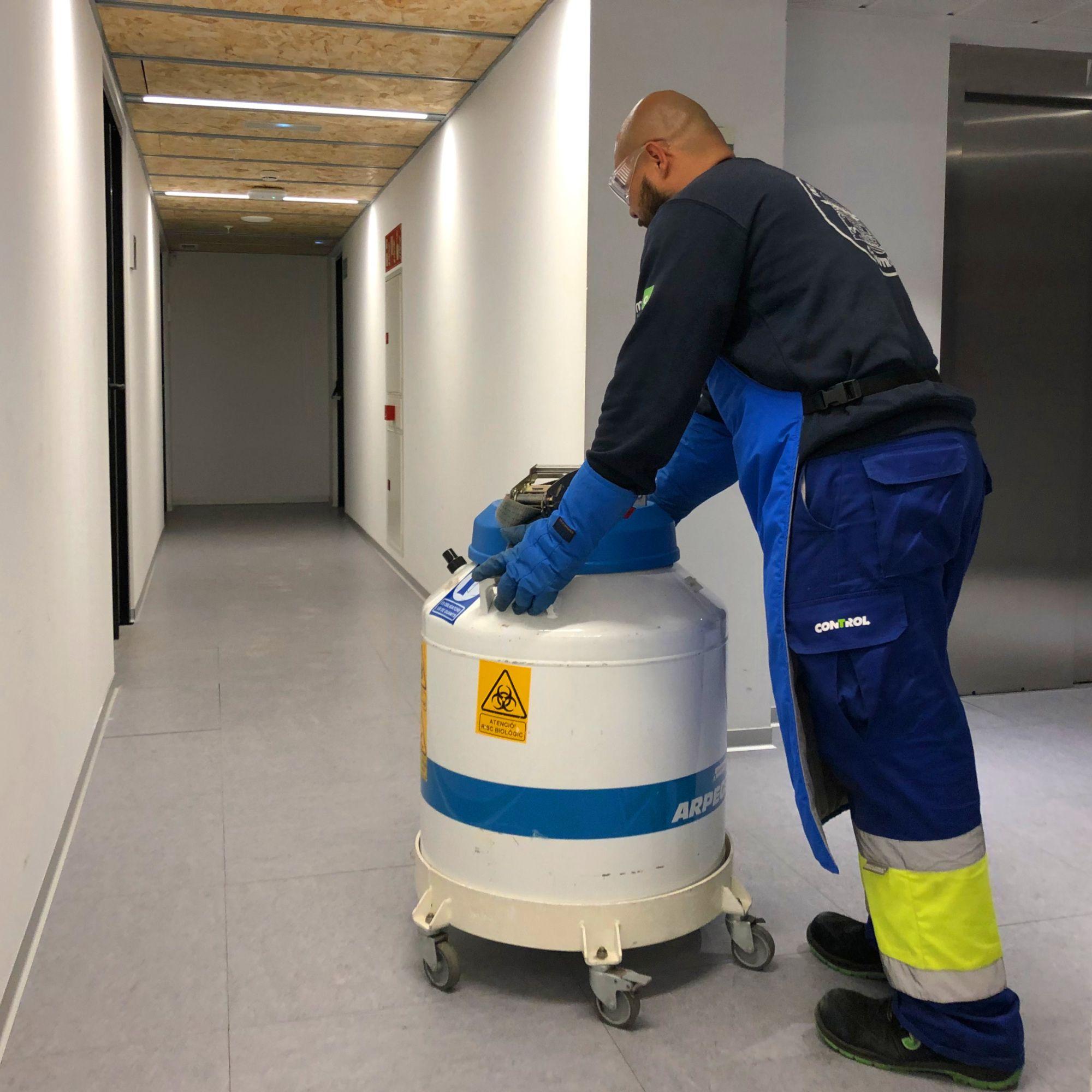 Foto de Traslado de tanques de nitrógeno líquido
