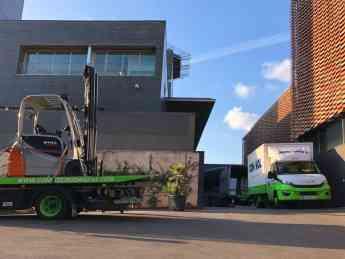 Foto de Camiones durante el traslado de laboratorio