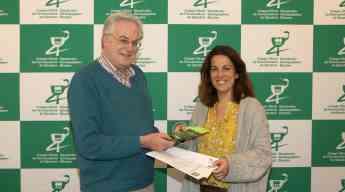 El presidente del COFG, Migual Ángel Gastelurrutia, y la presidenta de la Asociación de Enfermedad de Lyme en el País Vasco (ALY