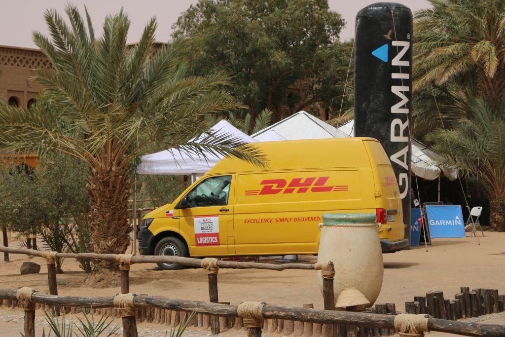 Foto de DHL socio logístico de la Garmin Titan Desert