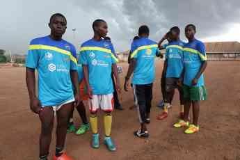 Equipo de Camerún equipado gracias a la acción Fútbol Everywhere