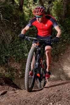 Roberto Sunglasses renueva su patrocinio con el 7 veces campeón del mundo de triatlón cross Rubén Ruzafa