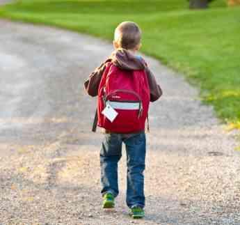 Los niños y sus mochilas