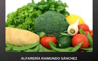 Raimundo Sánchez sigue una tradición ancestral en los usos de los platos de barro y de hierro