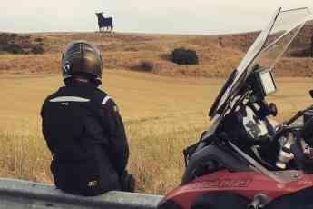 El Toro de Osborne se sube a la moto gracias a un Road Trip experiencial