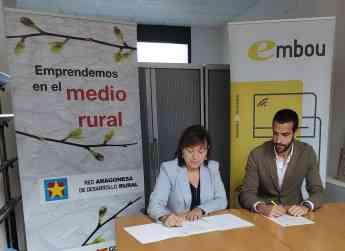 Los representantes de ambas entidades durante la firma de renovación del convenio
