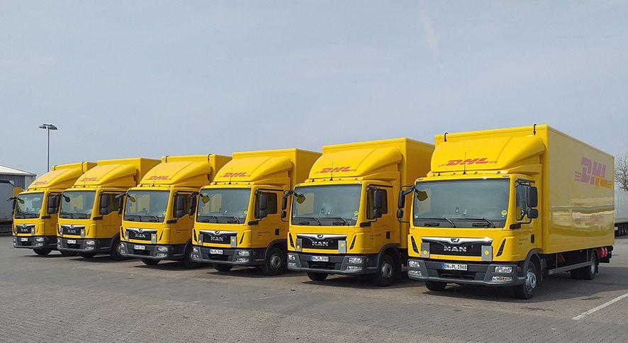 Foto de Camiones DHL Freight con tecnología solar