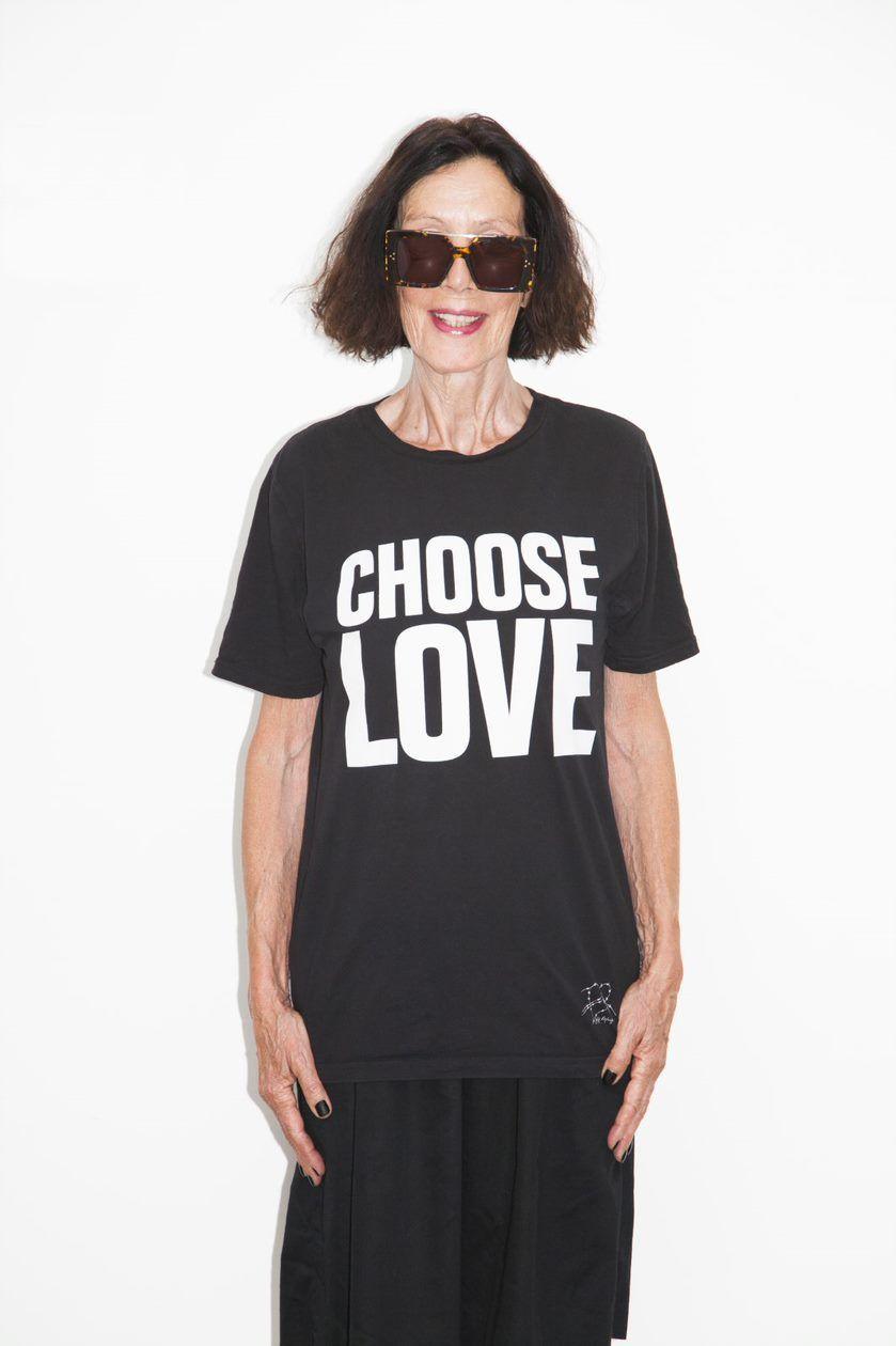 Foto de La diseñadora Katharine Hamnett, con una de sus icónicas