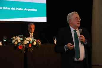 Momento de la intervención de Miguel Ángel Gastelurrutia, presidente del COFG, en el Congreso.