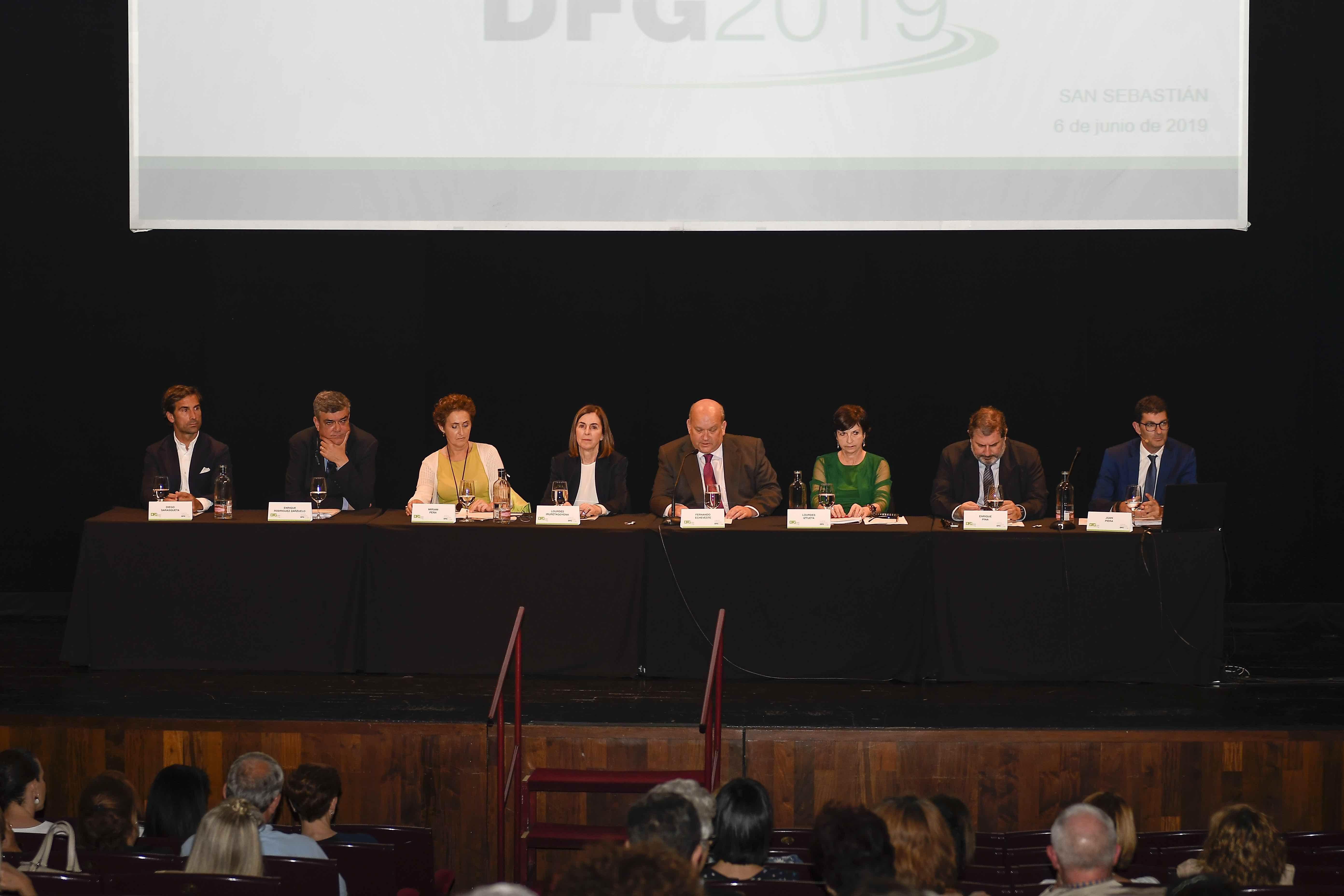 Foto de El Consejo de Administración, Director General y asesor