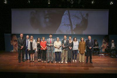 Foto de Foto de familia con los premiados y autoridades