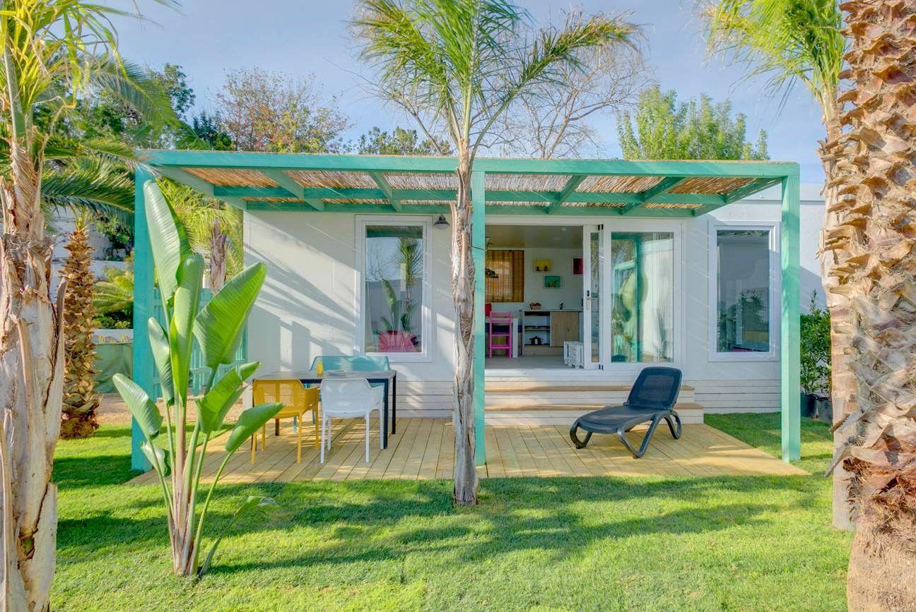 Fotografia Uno de los bungalows del Camping Resort Alannia Els Prats.