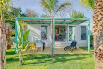 Foto de Uno de los bungalows del Camping Resort Alannia Els Prats.