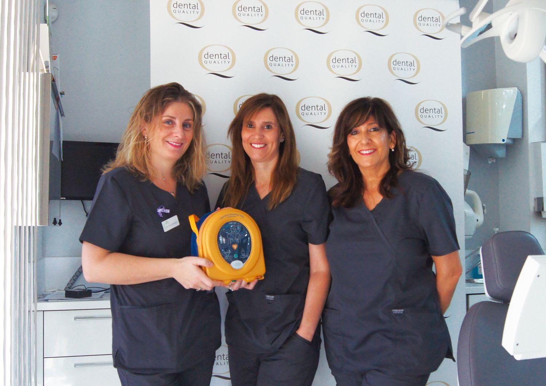 Foto de Desfibrilador en una de las clínicas certificadas por el