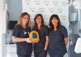 Desfibrilador en una de las clínicas certificadas por el Sello de Calidad DentalQuality®