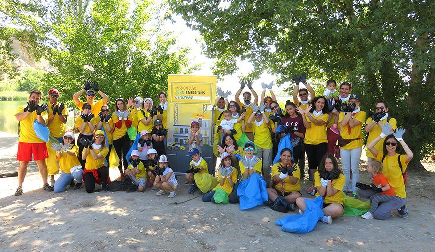 Voluntarios de DHL participan en el proyecto 'Libera' de SEO/BirdLife y Ecoembes