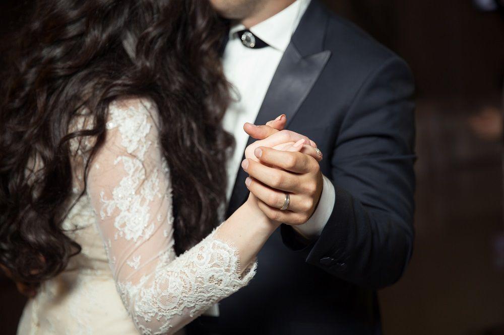 Diferencias entre los anillos de matrimonio y compromiso, por anillosdematrimonio.net