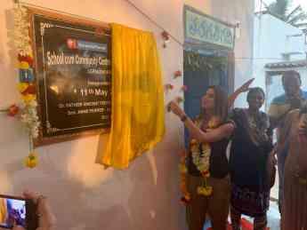 Gema Aznar, Directora General de Mary Kay España en la inauguración de la nueva escuela en la India.