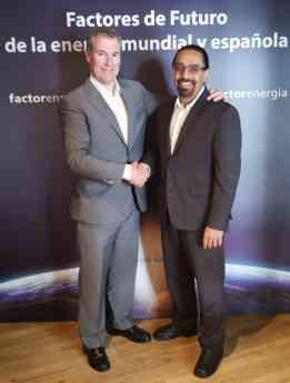 El fundador y CEO de Factorenergia, Emilio Rousaud, junto con el tecnólogo y experto en energía Ramez Naam