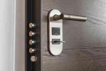 Cómo evitar romper la cerradura de una puerta cuando no se tienen las llaves, según cerrajerosmadrid.group