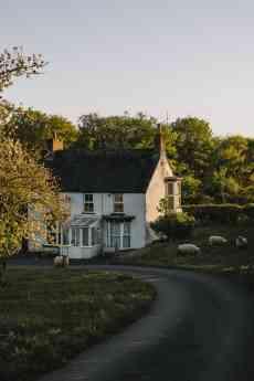 Beneficios de elegir una casa prefabricada en verano según Uniservi